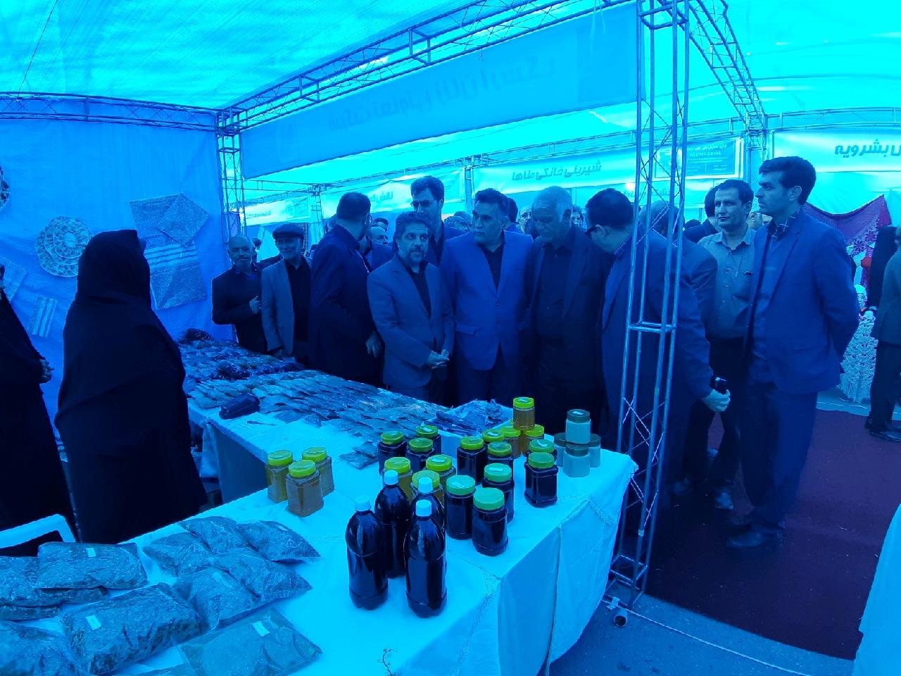 برپایی نمایشگاه محصولات پنبه در همایش ملی