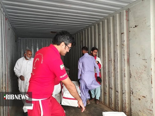 امدادرسانی هلال احمر خراسان جنوبی به سیل زدگان سیستان و بلوچستان