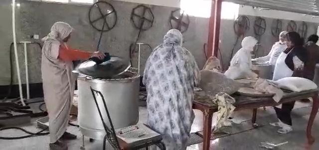 پخت ۵۰۰۰ قرص نان توسط بانوان آیسکی برای سیل زدگان