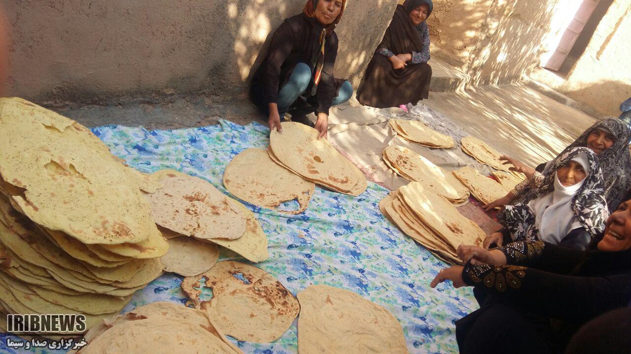 پخت نان خضری دشت بیاض برای سیل زدگان