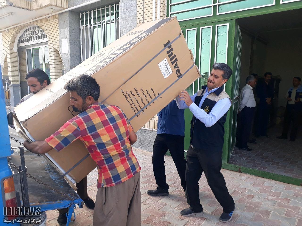 کمک کمیته امداد بشرویه به نیازمندان سیل زده