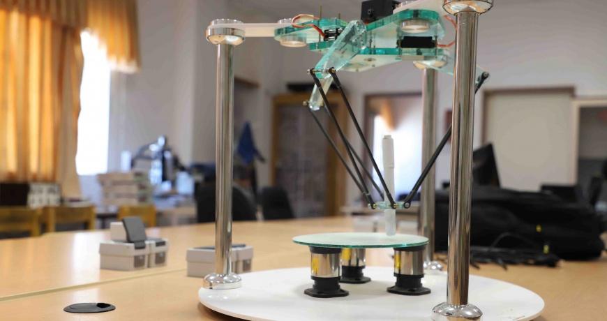 طراحی و ساخت ربات دلتا دردانشگاه بیرجند