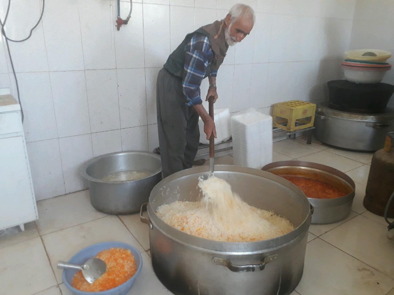 توزیع 200 وعده غذای گرم بین محرومان سربیشه
