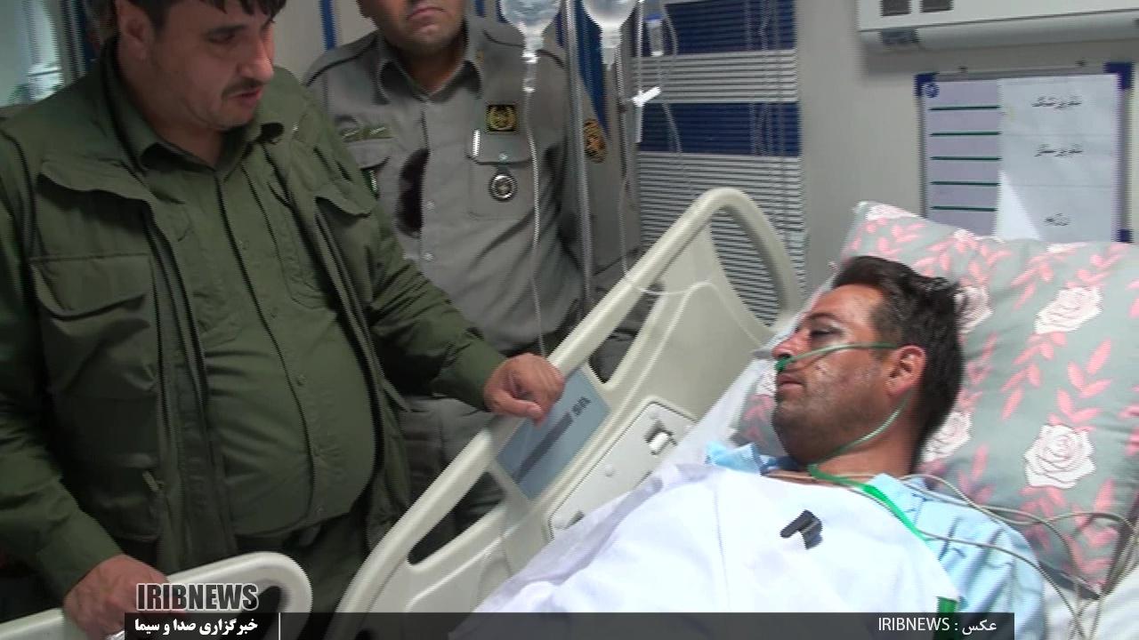 عیادت فرمانده یگان حفاظت محیط زیست کشور از محیط بان عبدالله اسدی برون