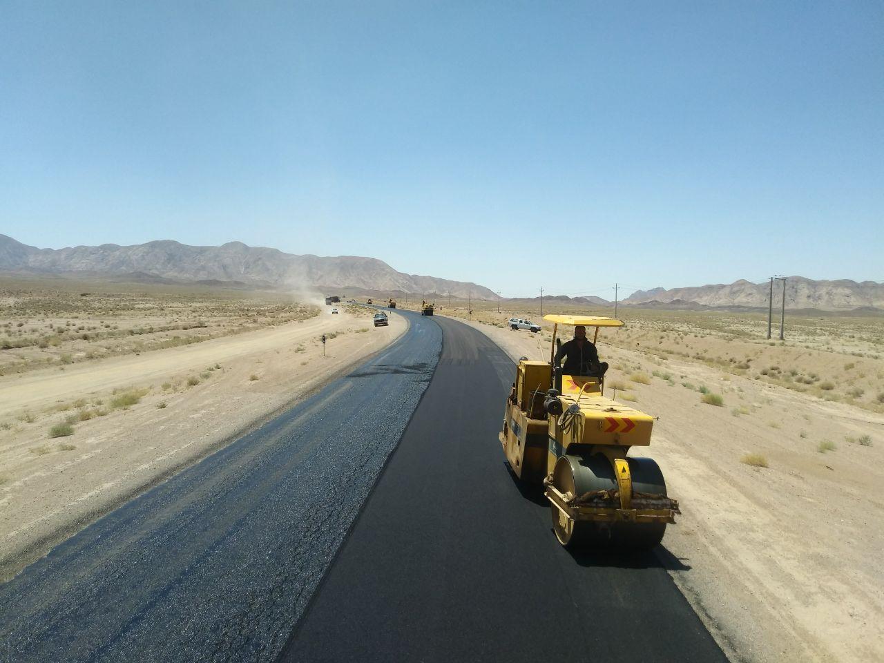 اجرای بیش از 15 کیلومتر روکش آسفالت در جاده های خراسان جنوبی
