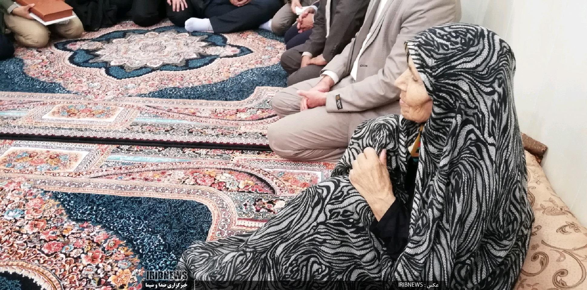 دیدار مخبر با خانواده شهید محمد علی قنبری درنهبندان