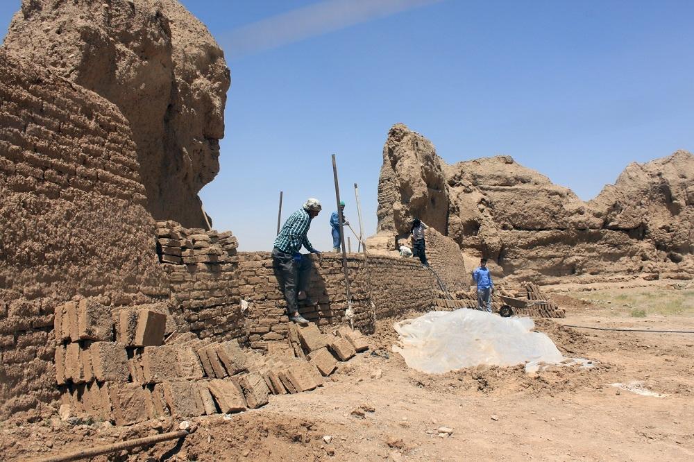 آغاز فصل جدید مرمت قلعه تاریخی روستای آفریز