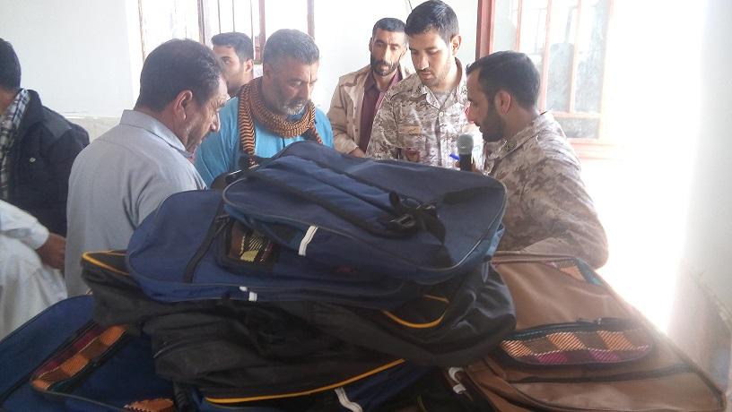 توزیع 660 بسته لوازم التحریر در بین دانش آموزان روستاهای بخش مرزی درح