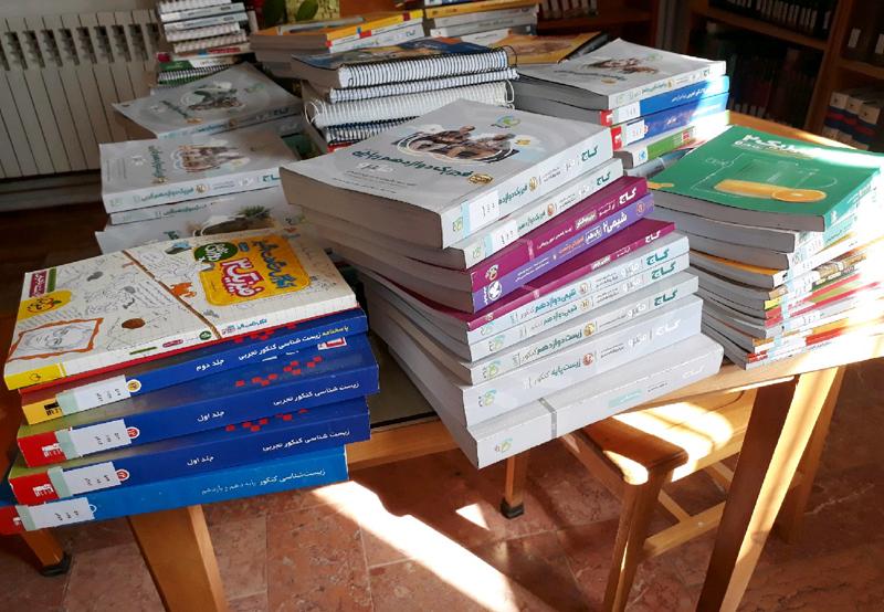 اهدای 200 جلد کتاب کمک درسی به کتابخانه بشرویه