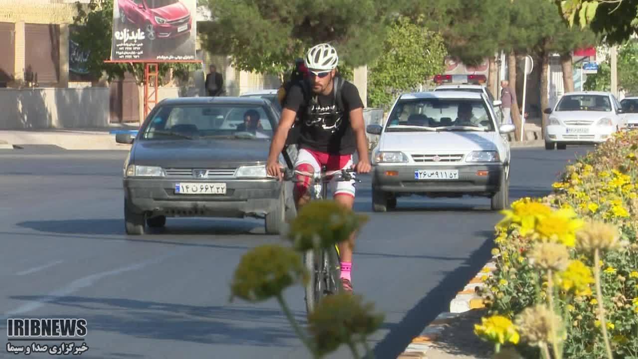 رکاب زنی دوچرخه سوار قاینی به عشق امام حسین (ع)