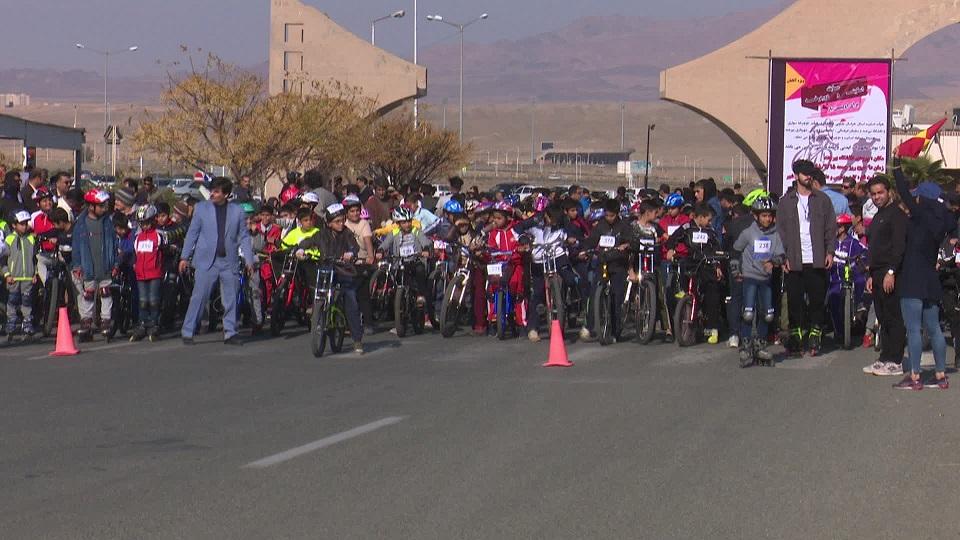 برگزاری مسابقه اسکیت ودوچرخه آقایان در بیرجند