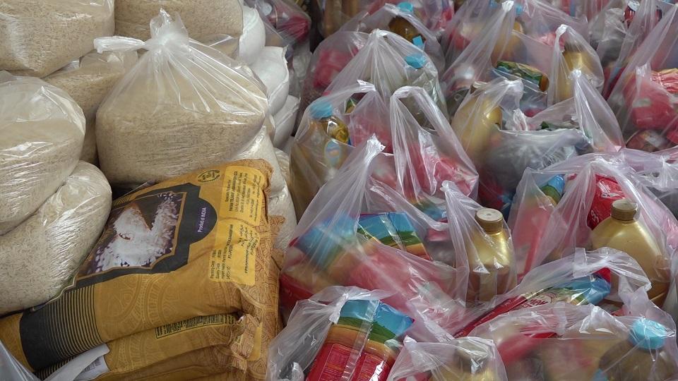 توزیع ۴۶۰ سبد غذایی عیدانه بین نیازمندان اسفدن شهرستان زیرکوه