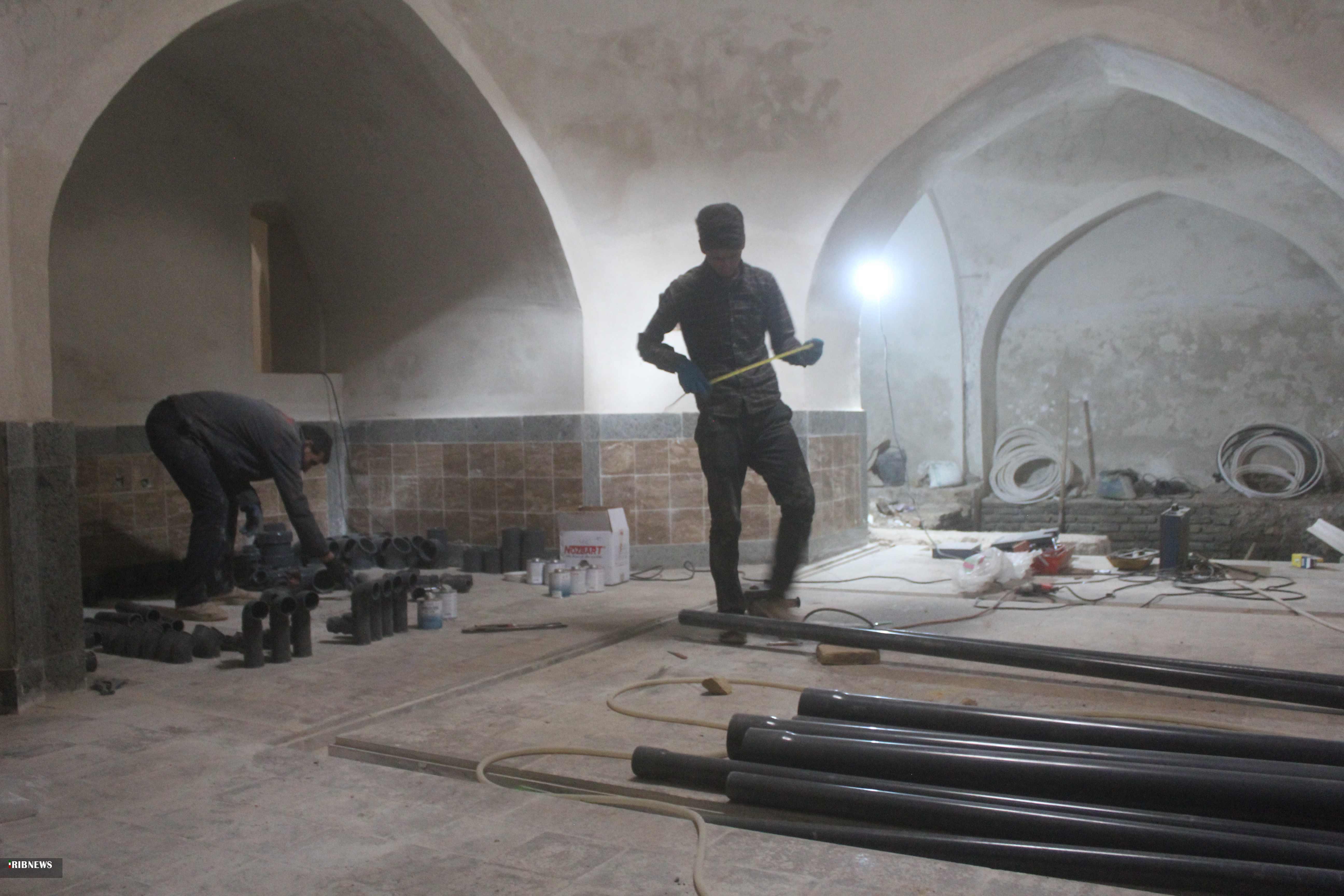 آغاز نصب تجهیزات موتورخانه در ادامه مرمت حمام تاریخی سرایان