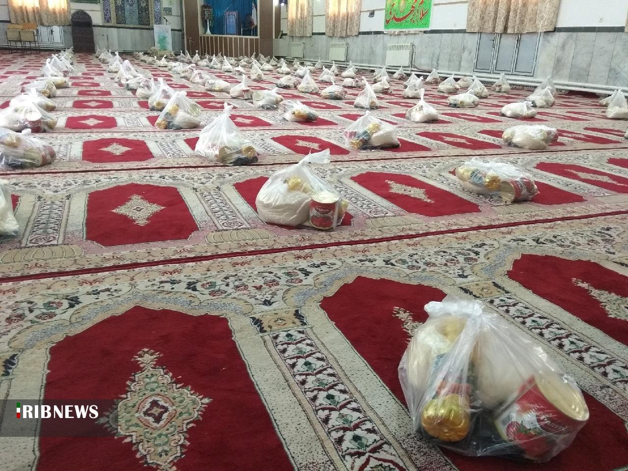 توزیع ۳۰۰ بسته مواد غذایی بین نیازمندان در باغشهر اسلامیه