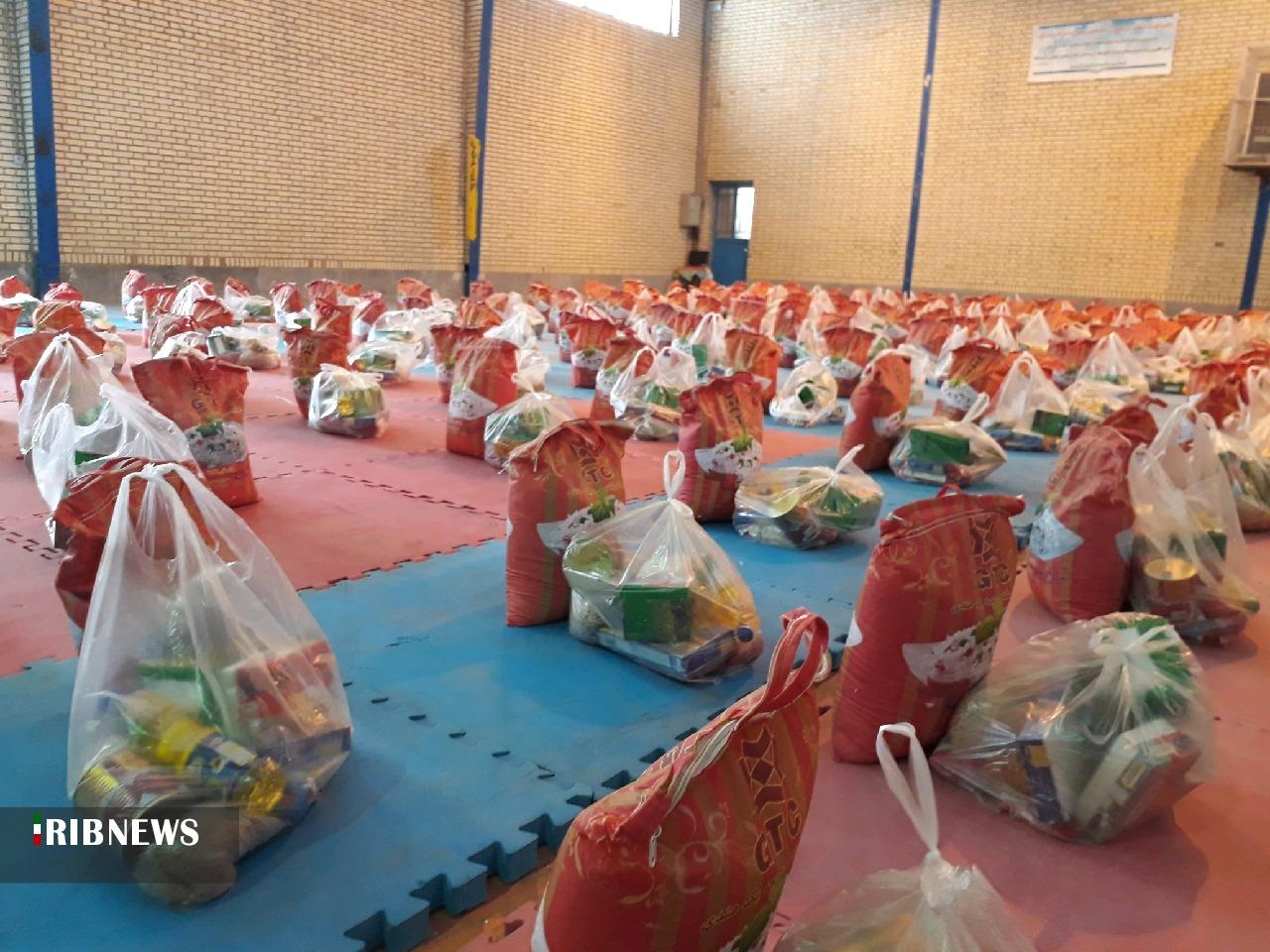 توزیع ۲۳۰ بسته مواد غذایی بین نیازمندان سربیشه