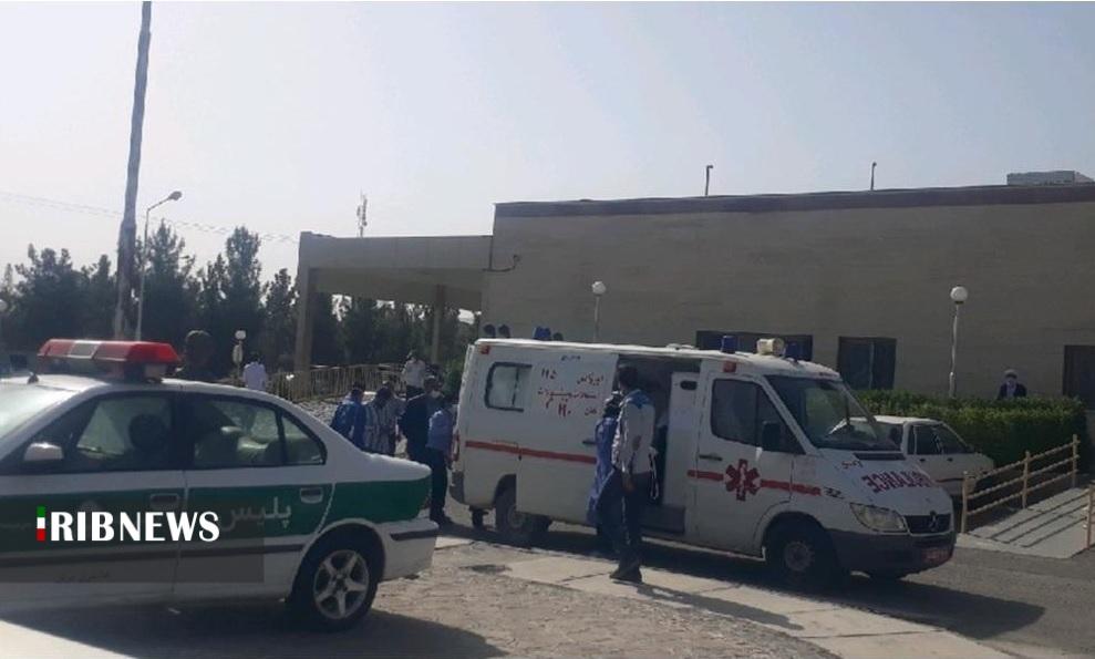 انتقال مصدومان حادثه اتوبوس به بیمارستان سربیشه
