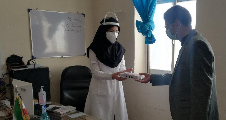 اهدای یک دستگاه تب سنج به مرکز سلامت آیسک